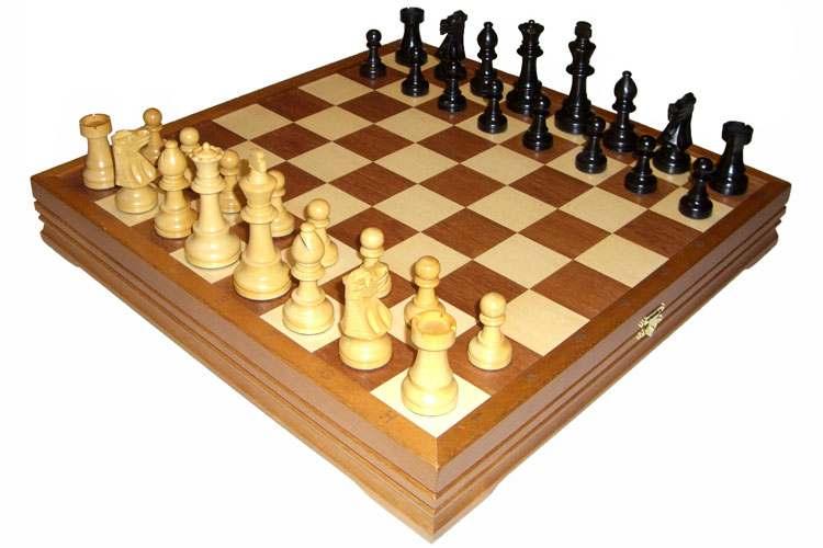 Классическая шахматная игра