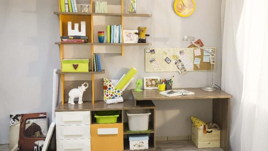 Детский письменный стол для ребенка