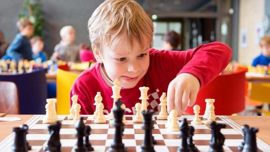 Как обучить играть в шахматы ребенка